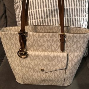 Michael Kors Signature Jet Set